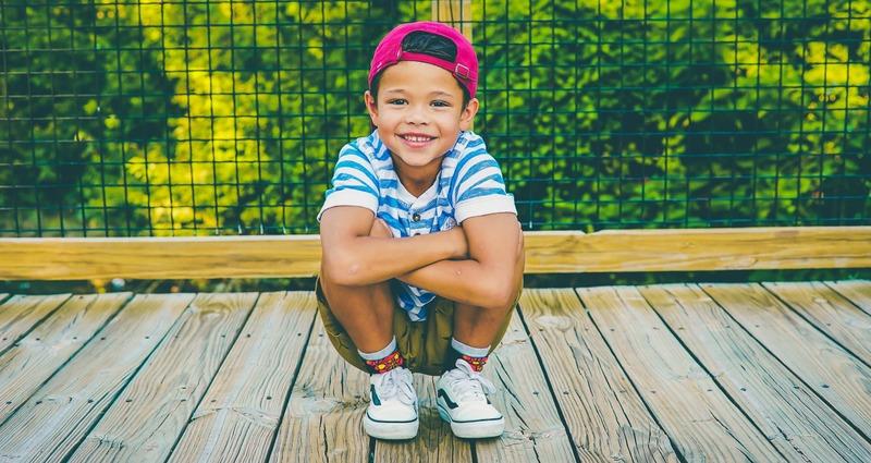 petit garçon casquette