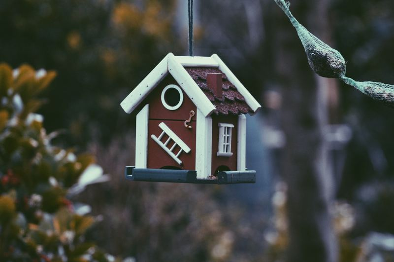 maison porte-clef suspendue