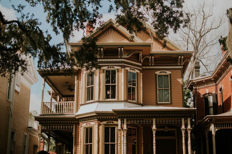 Maison avec piliers