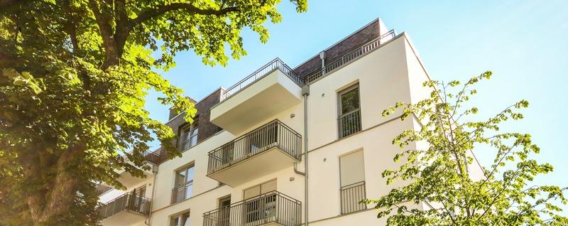 Neues modernes Wohnhaus in der Stadt - Mehrfamilienhaus, Mietshaus
