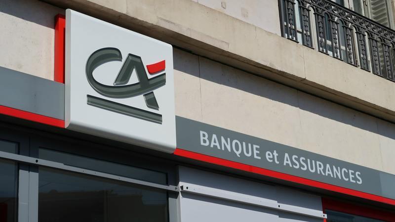Crédit Agricole Banque et Assurances, enseigne d'une agence bancaire à Paris – 12 juillet 2020 (France)