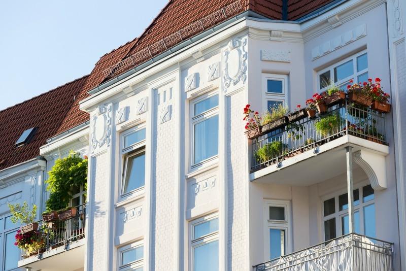 grüne Altbau-Balkone